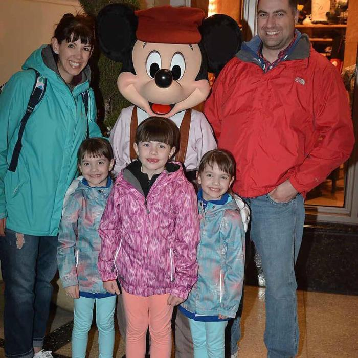 DisneyfamilyphotoMickey